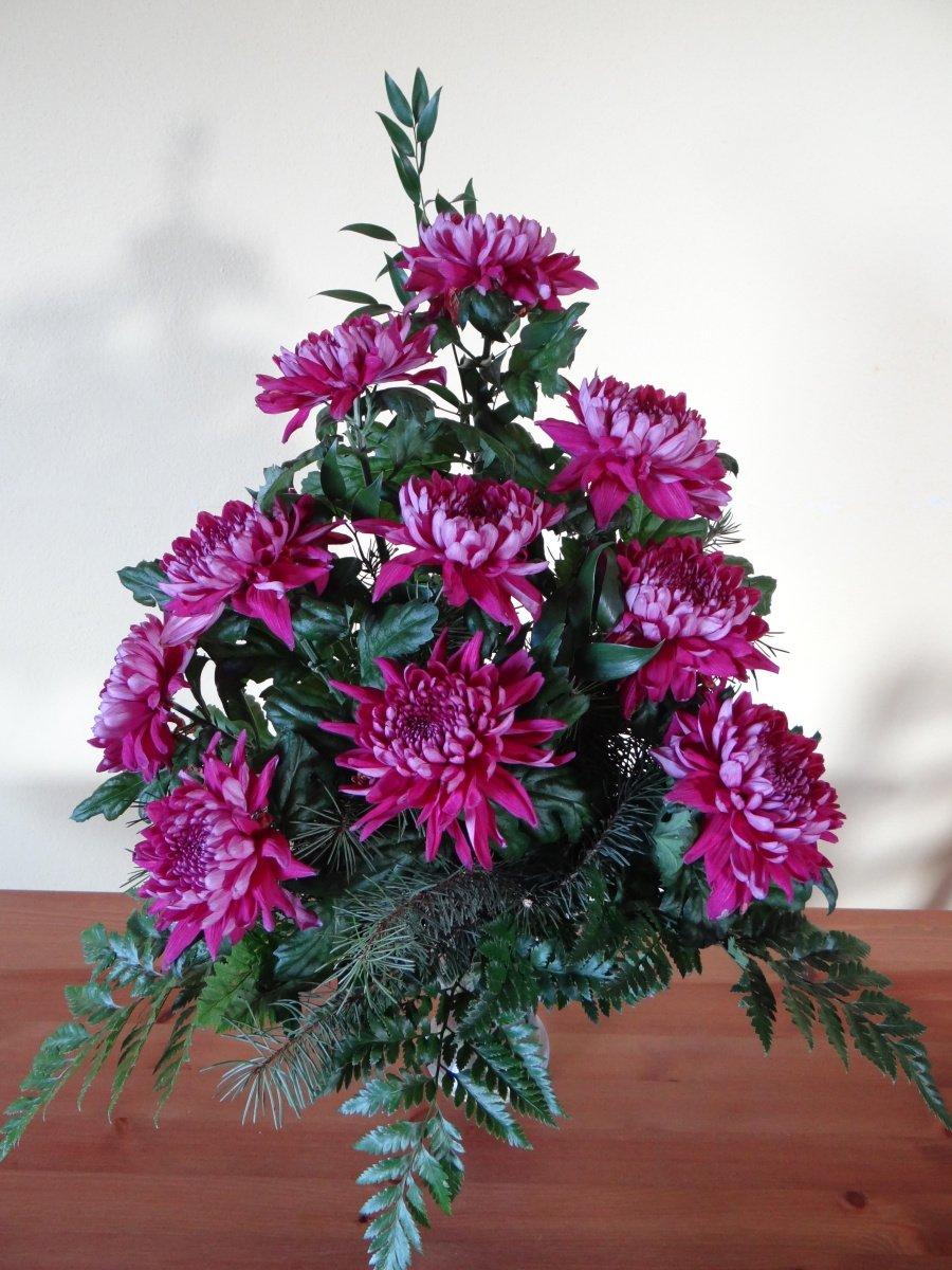 Květina do vázy z fialových chryzantém